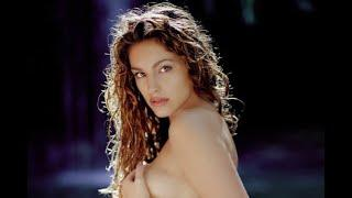 Kelly Brook melts the internet with red-top topless display