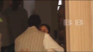 अमिताभ बच्चन के गले लगके रोई करीना कपूर | Funeral Of Krishna Raj Kapoor