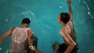 Take a leisurely swim with friends#NO V-LOG!!