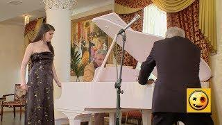 Let's move the piano! - Naked and Funny Prank