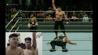 脱衣打 WWE 摔跤游戏 (2 topless guys think they're wrestlers)