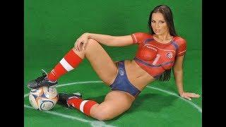 Голые в футболе - Naked women in football Голые приколы на футбольном поле 18+