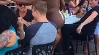 woman dance naked in a restaurant